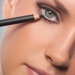 Mastering the Art of Eyeliner – April 28 #AMCoffee