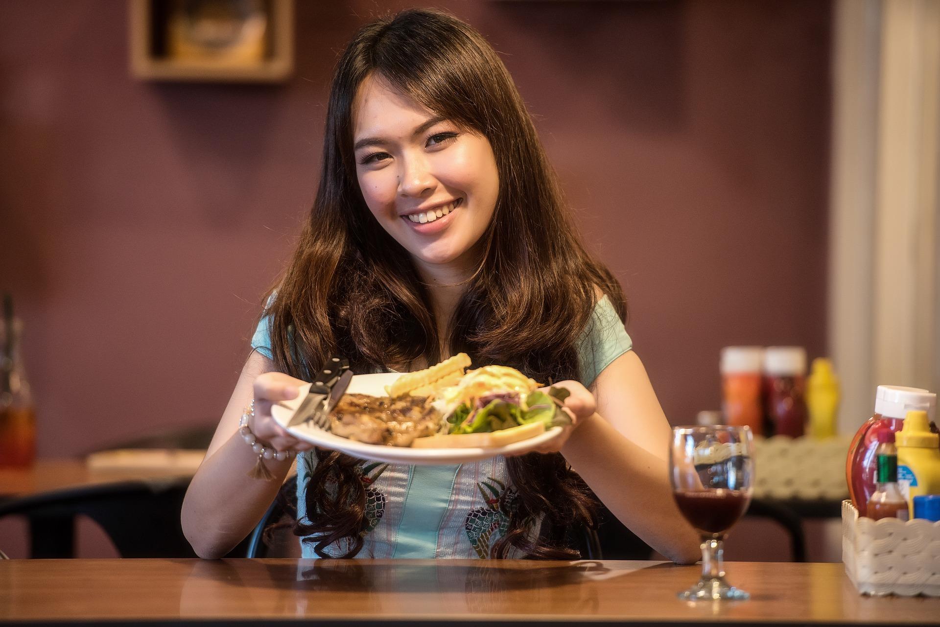 steak-woman-eating