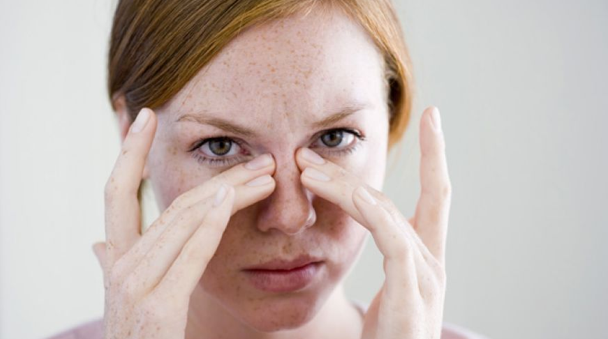 woman allergies sinus congestion