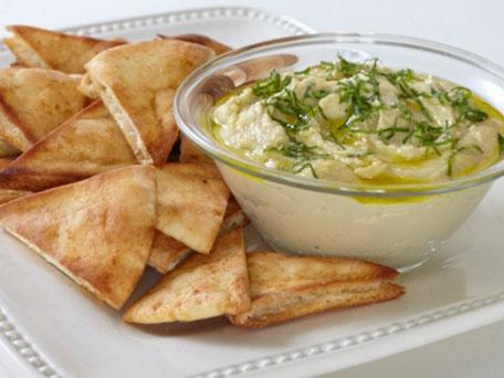 Pita-Chips-with-Hummus